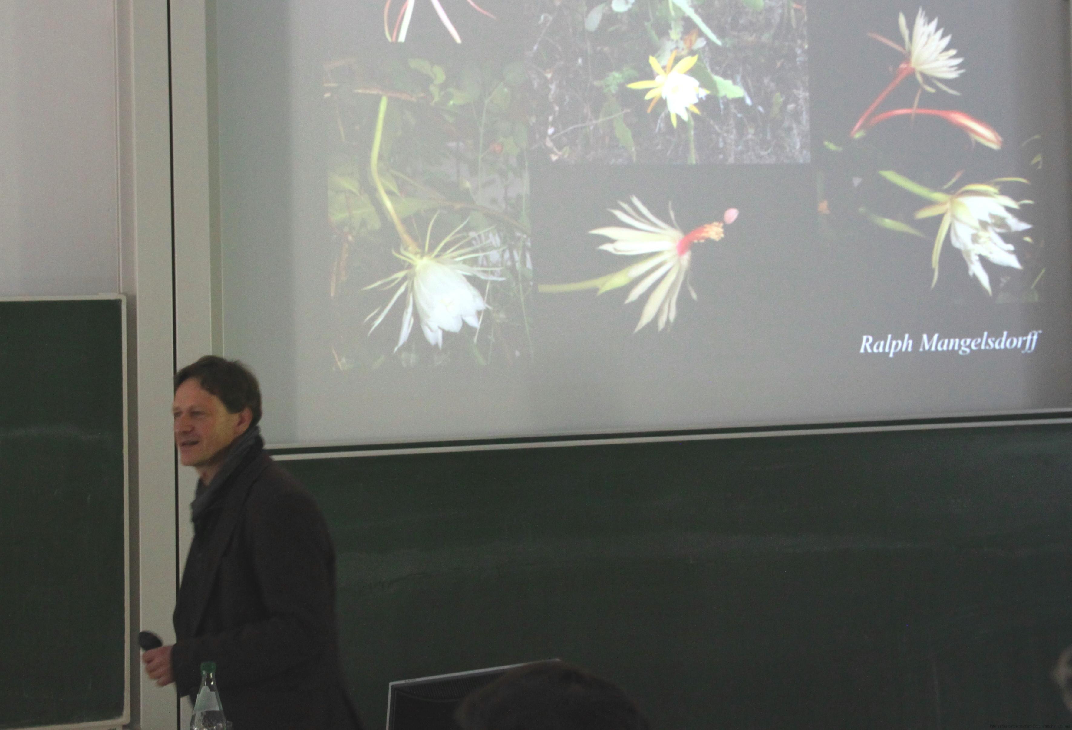 Abb. 7: Ralph Mangelsdorff bei seinem Vortrag über die Gattung Epiphyllum (Foto: Heinz Peter Mohrdieck)