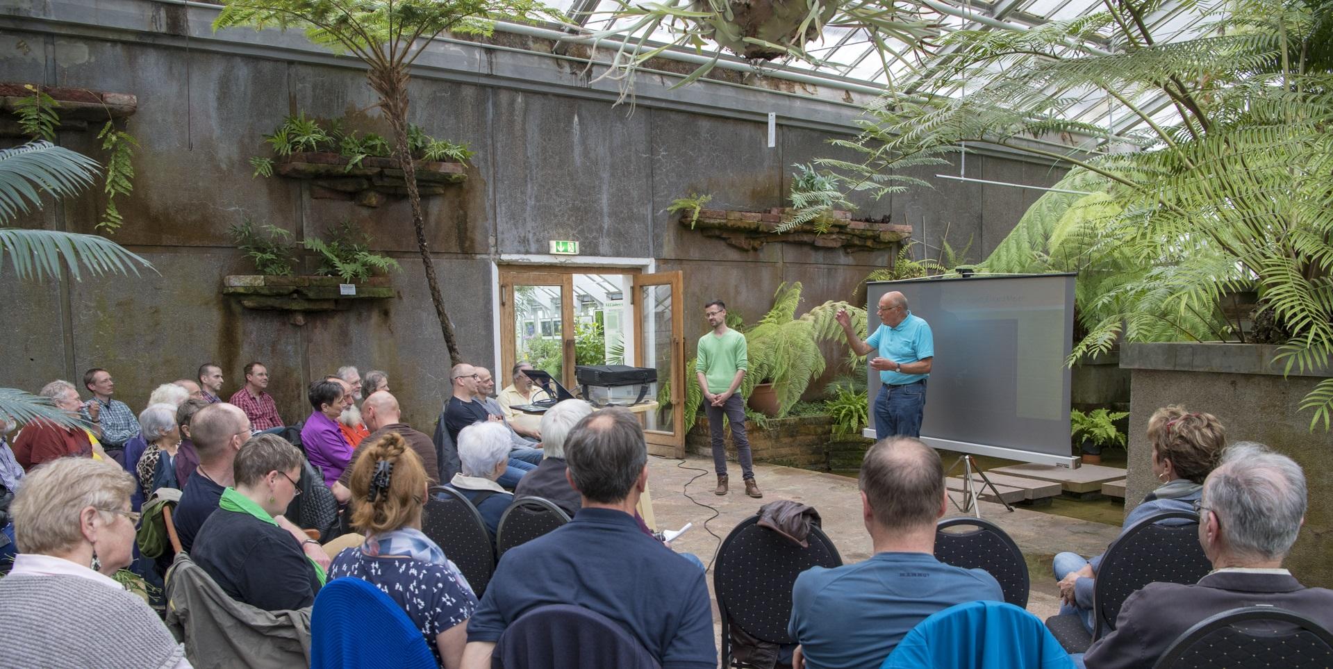 Abb. 1: Mitgliederversammlung im Farnhaus (Foto: Edi Day)