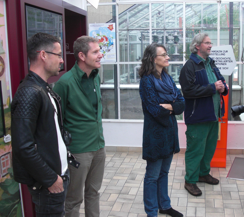 Tobias Pfeil, Balz Schneider, Dr. Gabriela Wyss, Johann Kammerhofer (v.l.n.r.) in der Sukkulenten-Sammlung Zürich (Foto: Matthias Appelt)