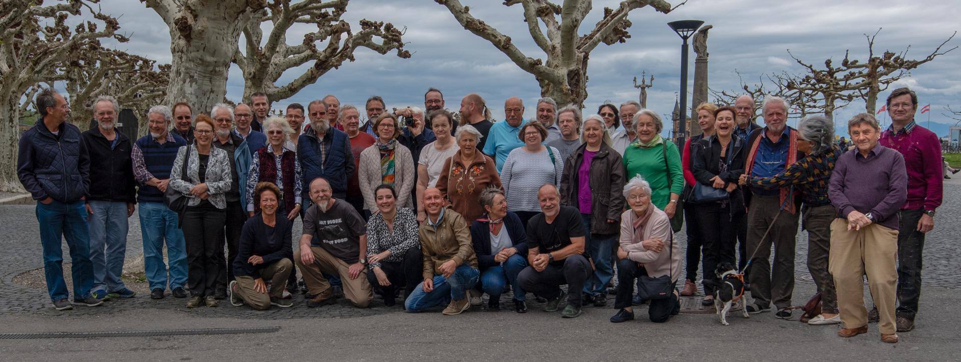 """Gruppenbild unter Platanen mit """"Imperia"""" (Foto: Lisa & Edi Day)"""