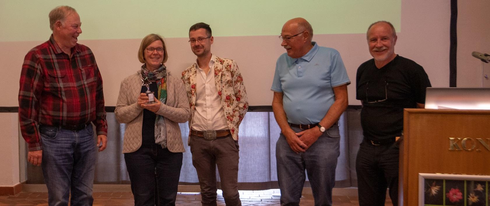 Dr. Rudi Dorsch übergab den Founder's Award namens der ESA stellvertretend für die EPIG an Kirsten Pfeiffer, Tobias Pfeil, Prof. Jochen Bockemühl und Edi Day (Foto: Lisa Day)