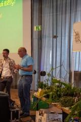 Kein Geburtstagsvortrag vom grünen Tisch: Prof. Jochen Bockemühl gratuliert (Foto: Edi Day)